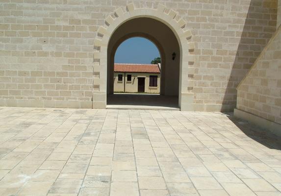 Pavimento Esterno In Pietra Prezzi : Pavimenti pietra leccese carparo per interni ed esterni