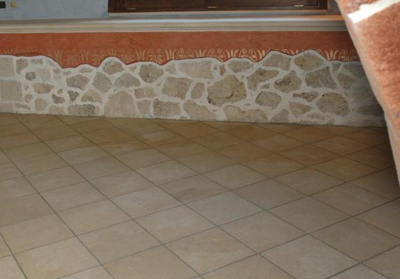 pavimenti per interni in carparo e pietra leccese lisci e lucidi