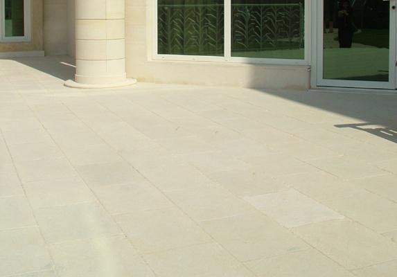 Pavimento pietra esterno in pietra lavica granigliata for Pavimento esterno effetto pietra