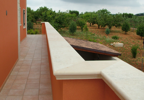 Coprimuri pietra leccese lisci modanati rifiniture balaustre for Coprimuro prezzi