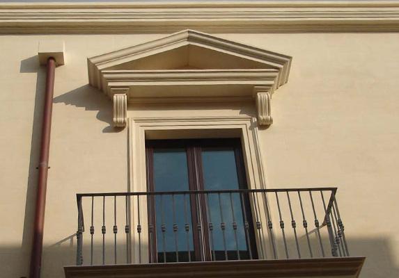 Imbotti porte e finestre pietra leccese carparo - Capottina parapioggia per porte e finestre ...